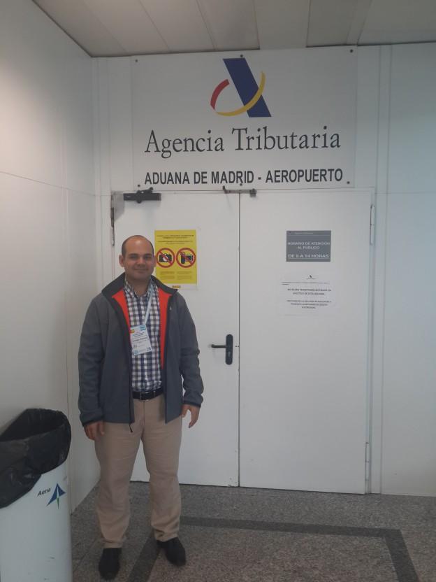 Trabaja en la AFIP y se capacita en Madrid