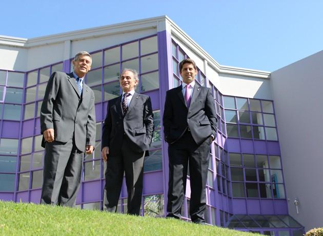 Mgter. Roberto Rossi, Vicerrector de Asuntos Académicos; Dr. José Alejandro Consigli, Rector de la UBP y Mgter. Marco Lorenzatti, Secretario de Posgrado y Educación Continua.