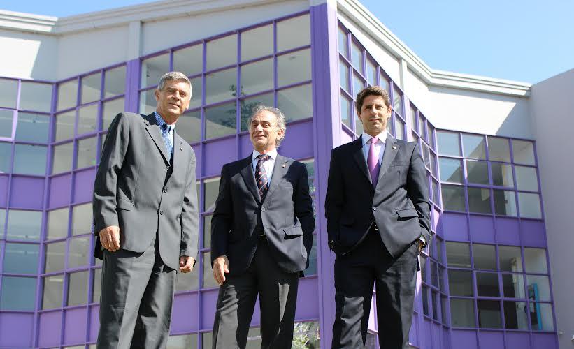 : Mgter. Roberto Rossi, Vicerrector de Asuntos Académicos; Dr. José Alejandro Consigli, Rector de la UBP y Mgter. Marco Lorenzatti, Secretario de Posgrado y Educación Continua.