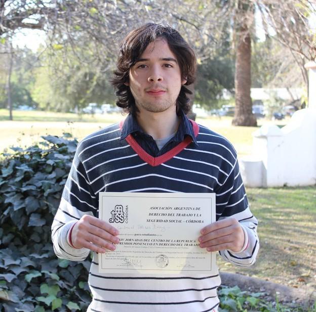 Un alumno recibe el primer puesto en Derecho Laboral