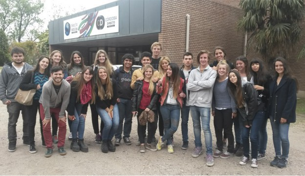 Alumnos UBP visitan Canal 8