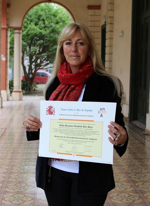 La docente Bino recibe el título de Doctora por universidades extranjeras