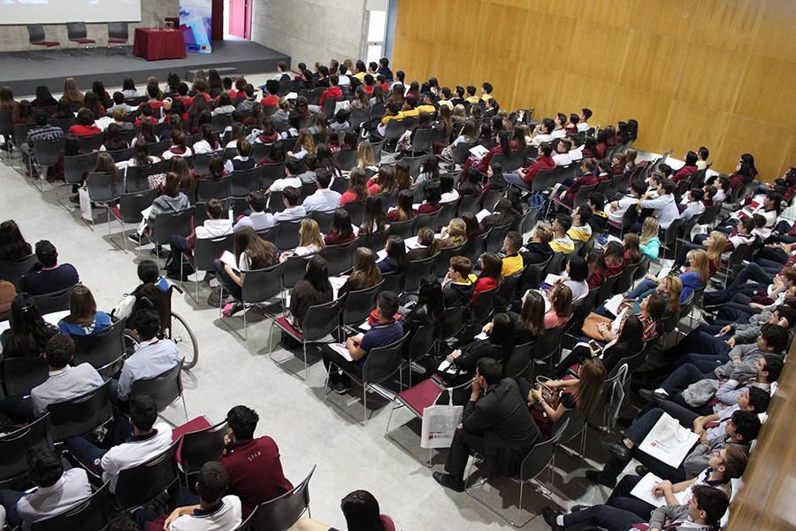 Abrir las puertas a más de 400 estudiantes
