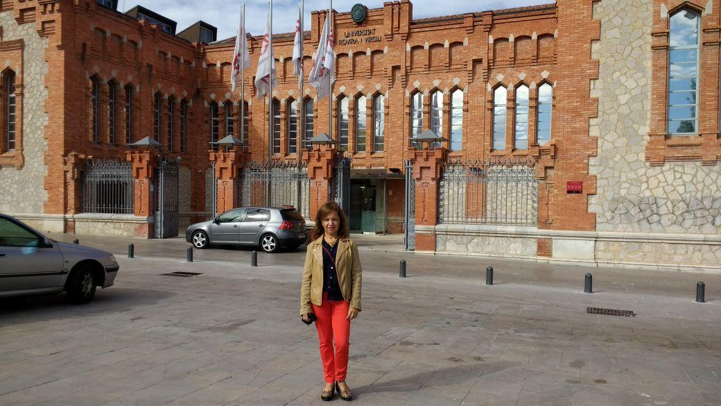 Entablar lazos académicos en España