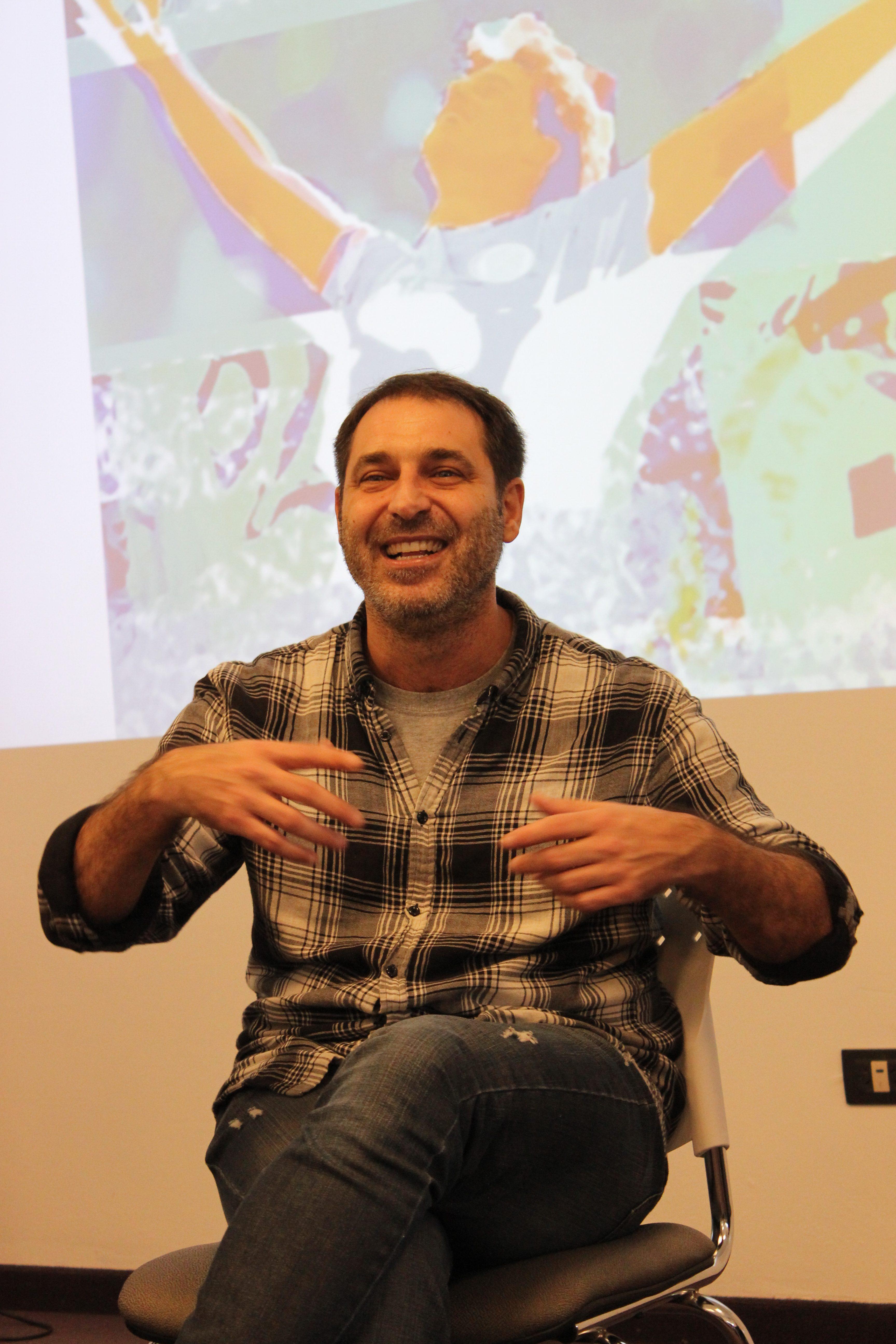 El periodista Juan Mascardi presentó su libro en la UBP