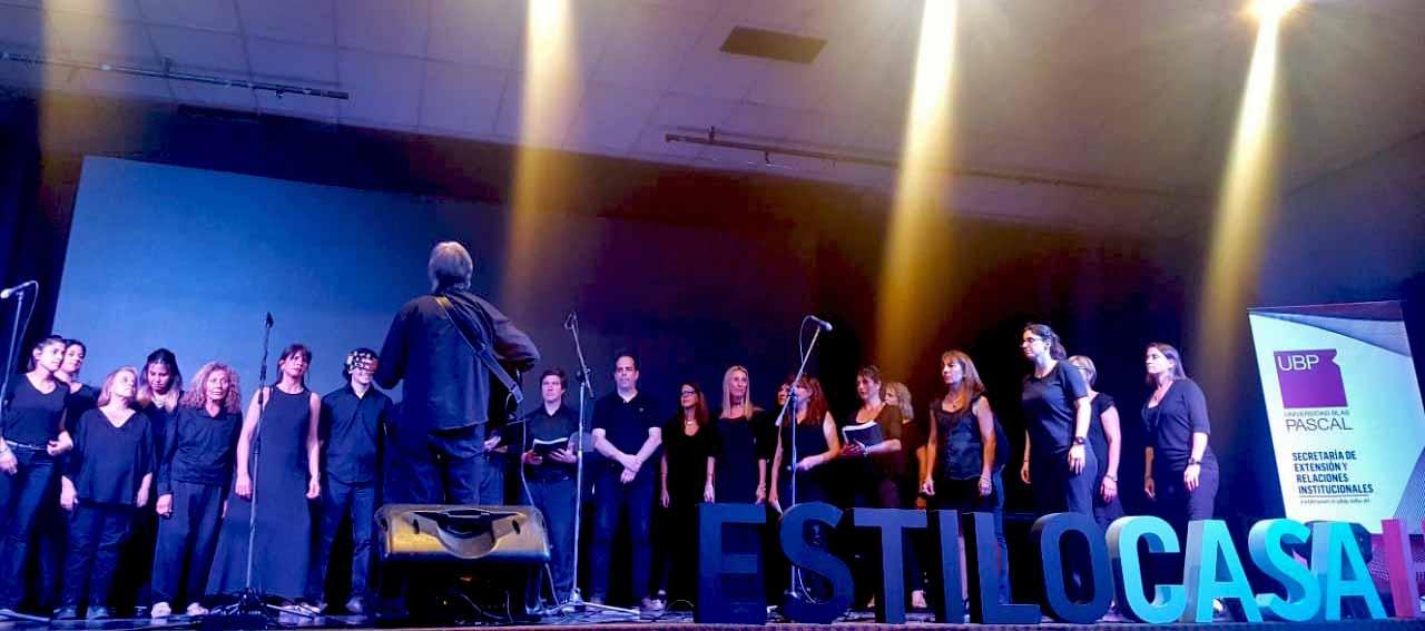 El coro de la UBP presente en el cierre de Estilo Casa