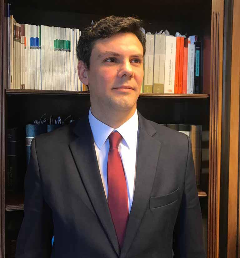 Docente es electo por sus conocimientos en Derecho Administrativo