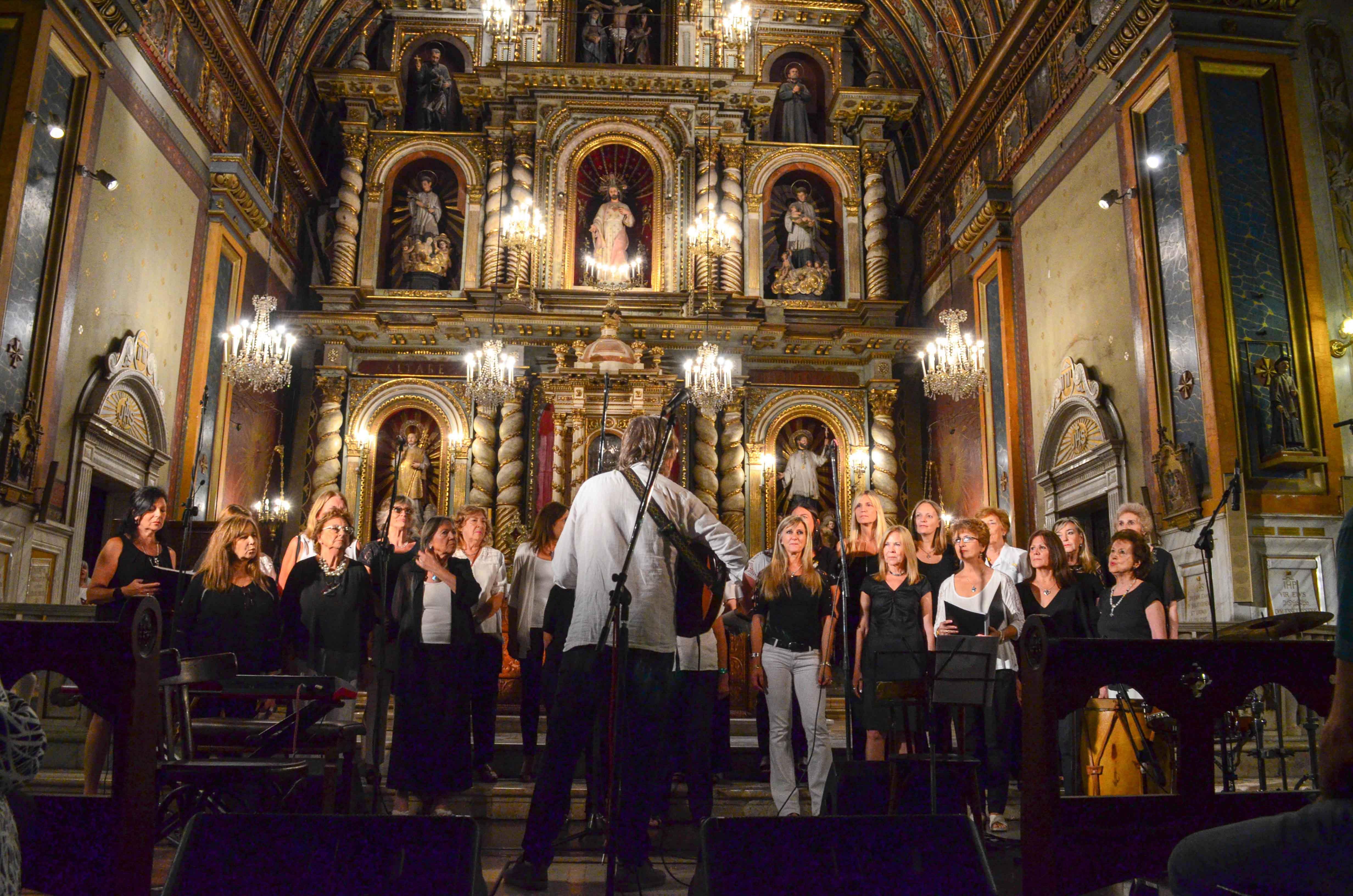 El coro de la UBP se lució en la Misa Criolla