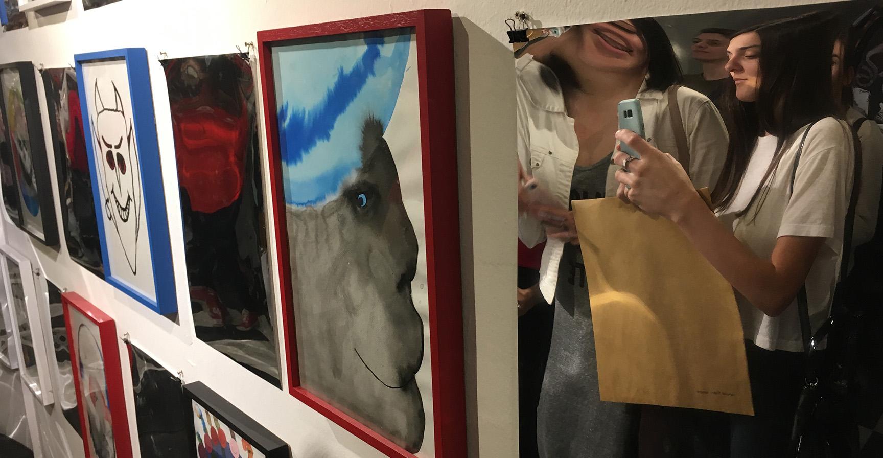 """Estudiantes de Diseño visitan la muestra """"NON HUMAN COLLECTIVE"""""""