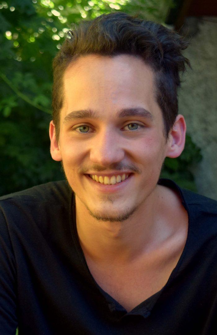 Alumno de Bariloche afianza sus conocimientos en INVAP