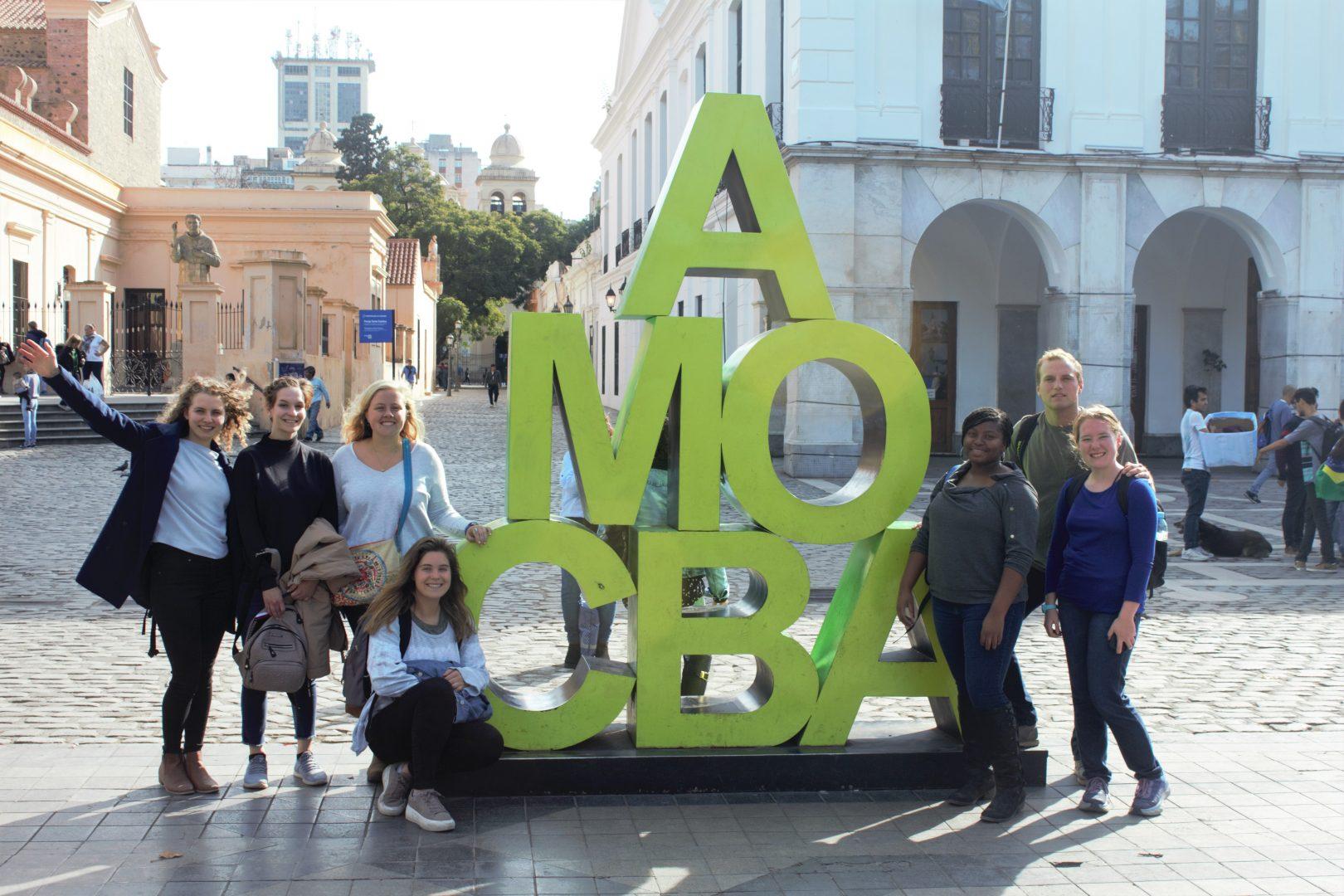 Alumnos de intercambio realizaron un city tour por la Ciudad de Córdoba