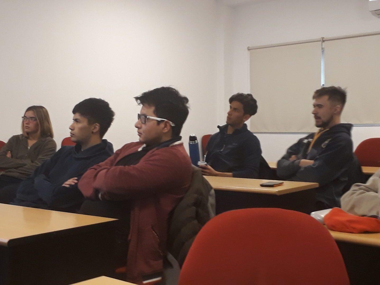 Alumnos de Gestión Ambiental  y de Higiene en Seguridad Laboral reciben clases de especialista internacional