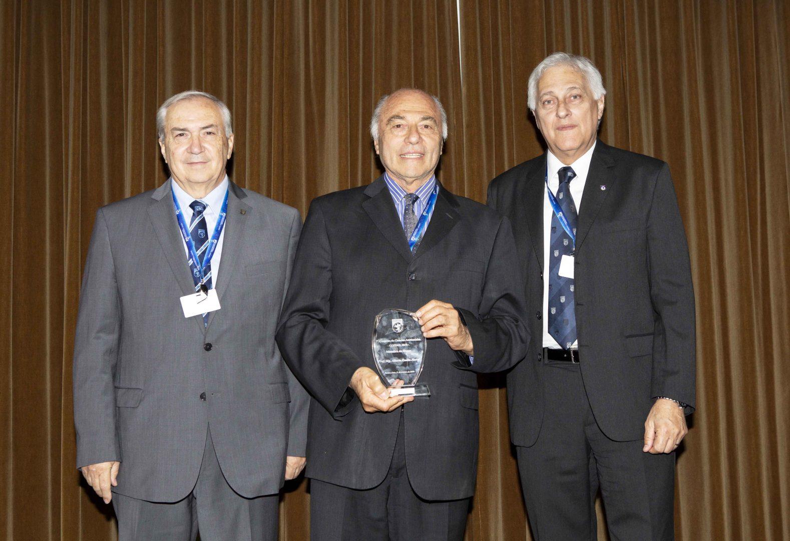 El Prof. Ferral es reconocido por COPIME