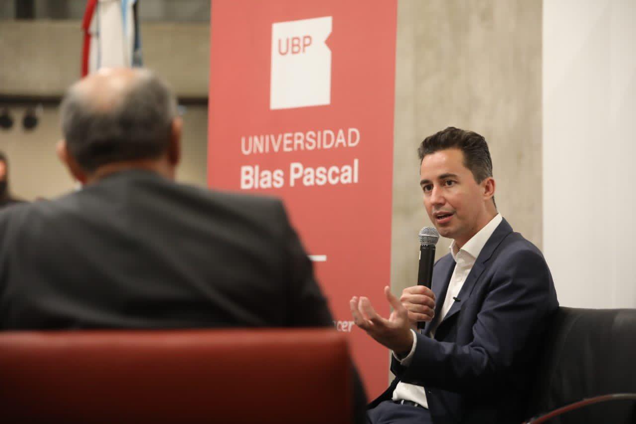 Manuel Calvo visitó a la UBP para disertar sobre ciudades inteligentes