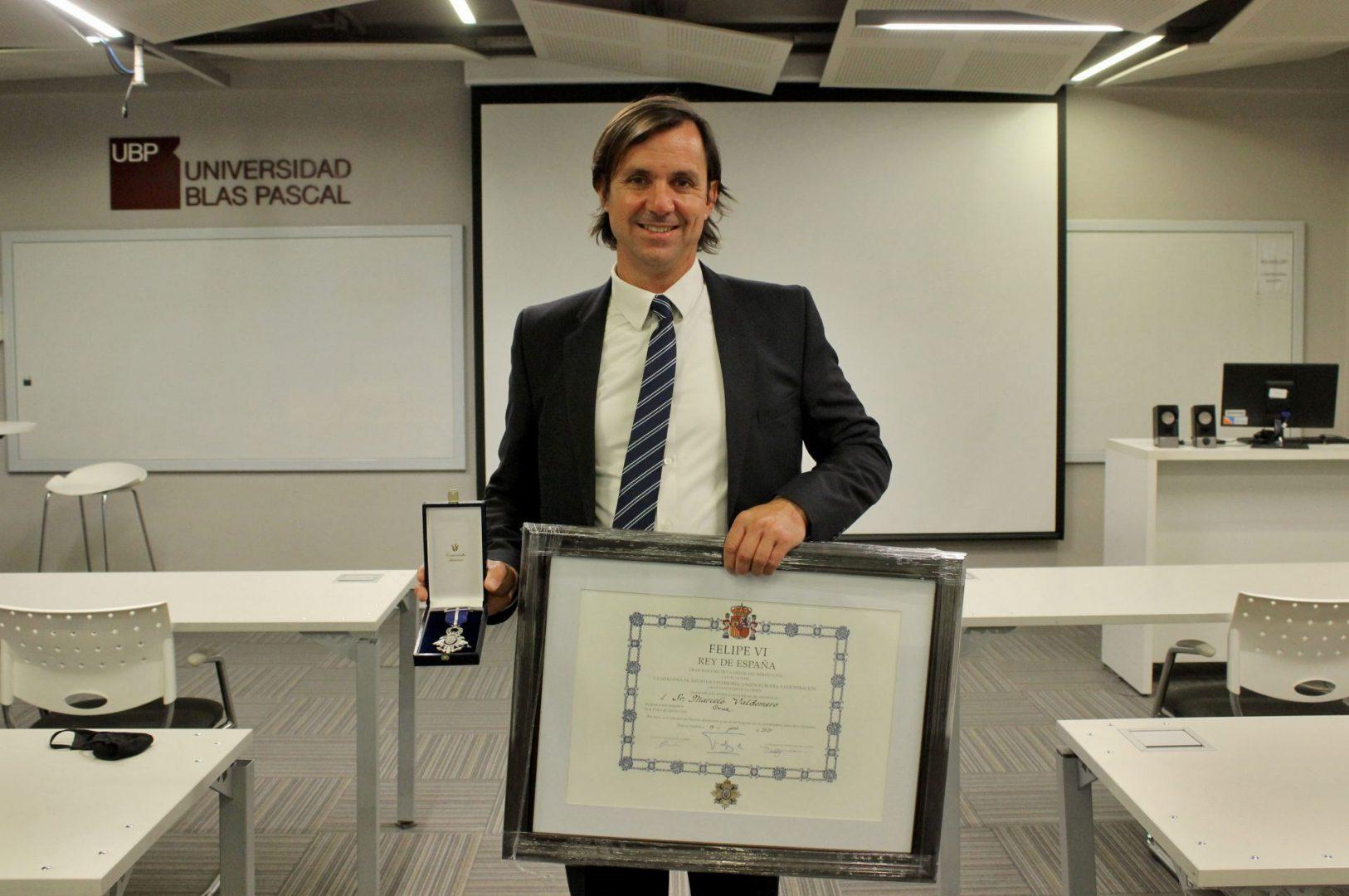 El director del IDITUR, Marcelo Valdomero, condecorado por el rey de España